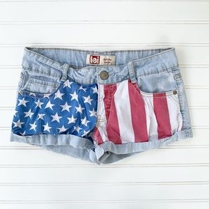 LEÍ Ashley Lowrise Patriotic Shorts